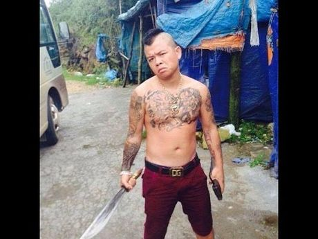 'Thanh chui' Duong Minh Tuyen bi bat vi dung sung ban len troi - Anh 1