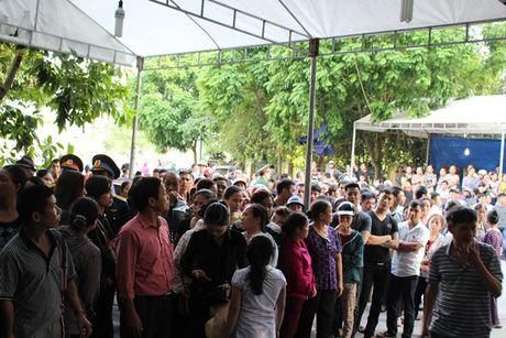 Thanh Hoa: Nguoi dan nghen ngao don liet sy hi sinh trong vu roi truc thang - Anh 3