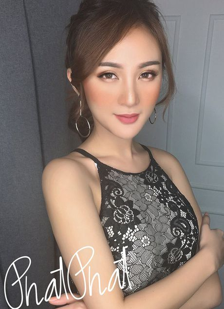 Sao Viet 22/10: Ngoc Trinh keo chan qua da, Ky Han mac vay rong giau bung bau - Anh 9