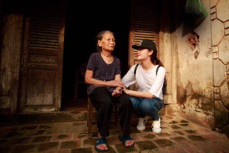 Sao Viet ung ho mien Trung bi 'nem da': Nguoi im lang, ke xu long - Anh 4