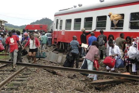Cameroon: Tau trat duong ray, hang tram nguoi thuong vong - Anh 1