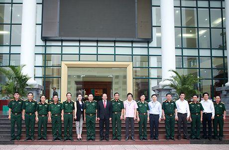Bo truong Truong Minh Tuan tang phim tu lieu cho Hoc vien Chinh tri - Anh 3