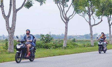 Kho xu du khach nuoc ngoai vi pham Luat Giao thong duong bo - Anh 1