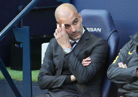 Man City tut doc, Guardiola tu ai doa roi Etihad - Anh 1
