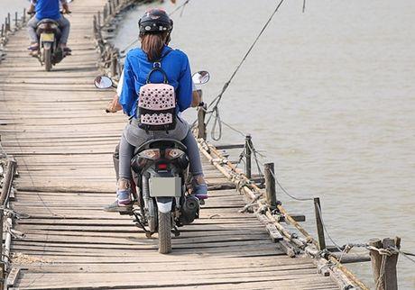 Pham Huong mac ao xanh tinh nguyen, mang nu cuoi am ap den mien Trung - Anh 2