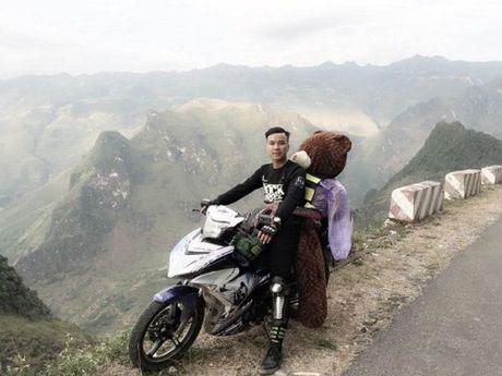 Chang trai cho gau bong di ngam tam giac mach gay bao mang - Anh 1