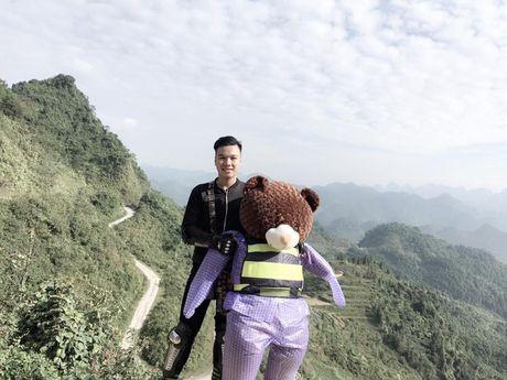 Chang trai cho gau bong di ngam tam giac mach gay bao mang - Anh 2