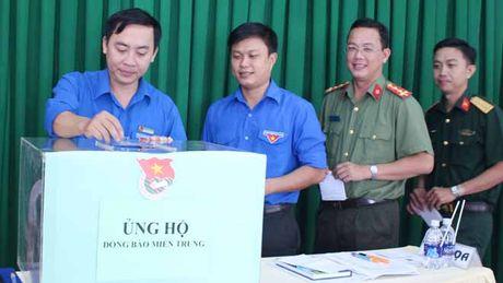 Can Tho: Tiep nhan 54 trieu dong giup do dong bao mien Trung - Anh 1