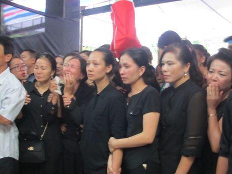 Nghen ngao giay phut don thuong uy Nguyen Van Tung ve que nha - Anh 4