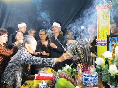 Nghen ngao giay phut don thuong uy Nguyen Van Tung ve que nha - Anh 5