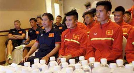U19 Viet Nam ung ho dong bao lu lut mien Trung - Anh 2