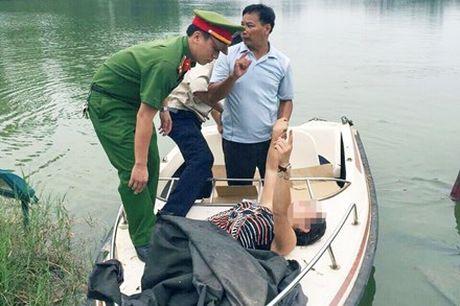 'Choang' vi nu du khach nuoc ngoai boi ra Thap Rua mua hat - Anh 1