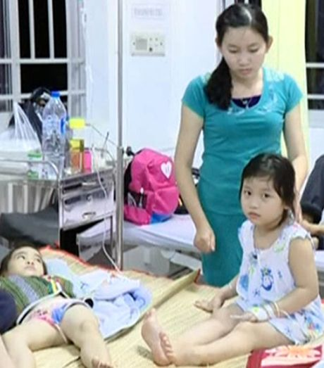 Vinh Long: Gan 80 tre mam non ngo doc, di cap cuu sau bua trua - Anh 1