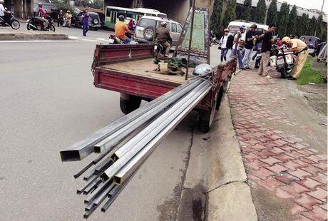 TP.HCM: Xu ly xe tho so cho hang cong kenh, qua tai - Anh 1