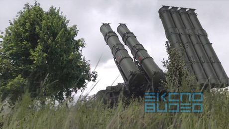 'Bao boi' Nga S-300VM Antey-2500 tran giu khong phan Syria (video) - Anh 1