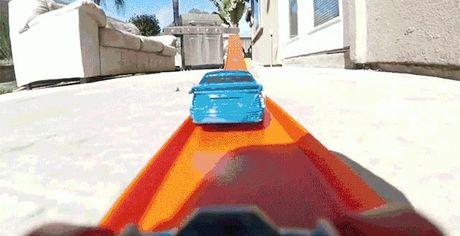 Dua xe do choi duoi goc nhin camera GoPro, chang khac gi Fast & Furious - Anh 1