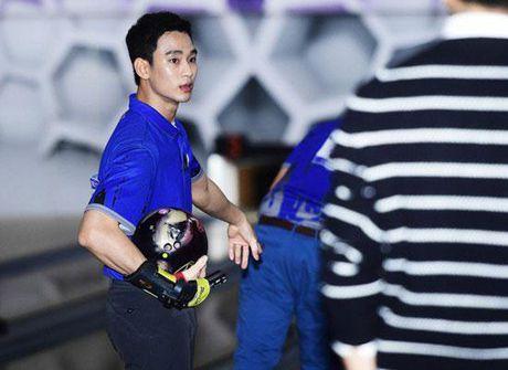 'Cu giao' Kim Soo Hyun choi bowling than sau, theo duoi su nghiep VDV chuyen nghiep - Anh 1