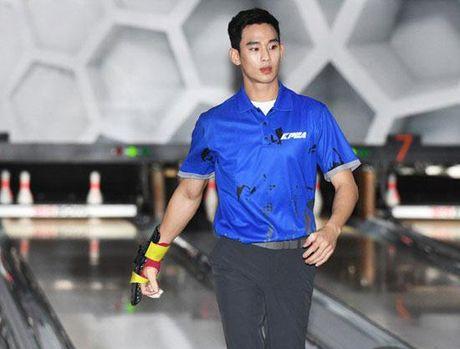 'Cu giao' Kim Soo Hyun choi bowling than sau, theo duoi su nghiep VDV chuyen nghiep - Anh 3