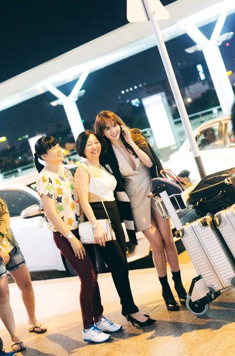 Ngoc Trinh nhang nhit ben 'ong bau' Khac Tiep tai Han Quoc - Anh 2