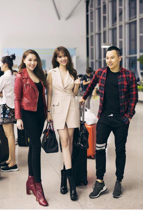 Ngoc Trinh nhang nhit ben 'ong bau' Khac Tiep tai Han Quoc - Anh 4