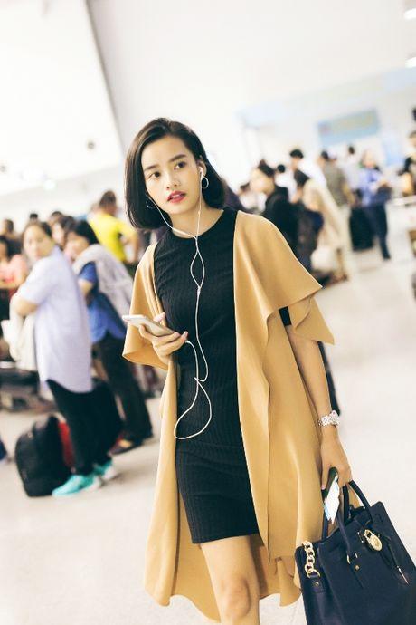 Ngoc Trinh nhang nhit ben 'ong bau' Khac Tiep tai Han Quoc - Anh 6