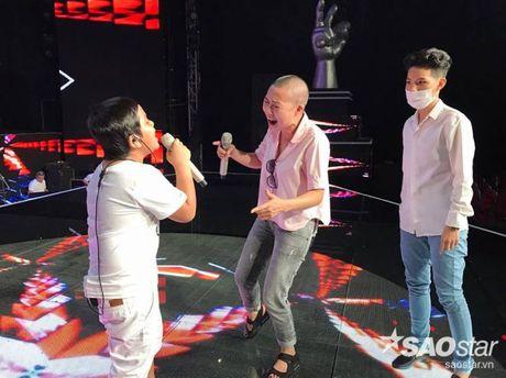 Phuong Thanh xuat hien voi mai dau troc, Hong Nhung dua 2 con di tong duyet Liveshow 6 - Anh 1