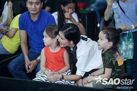 Phuong Thanh xuat hien voi mai dau troc, Hong Nhung dua 2 con di tong duyet Liveshow 6 - Anh 3