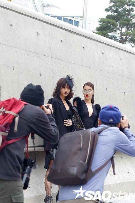 Seoul Fashion Week 2017 - nam dai thang cua cac stylist va tin do thoi trang Viet - Anh 14