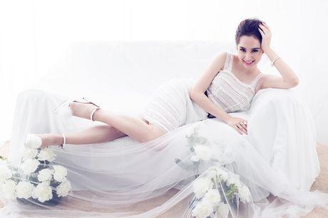 Angela Phuong Trinh hut mat voi dam ren mong manh quyen ru - Anh 1