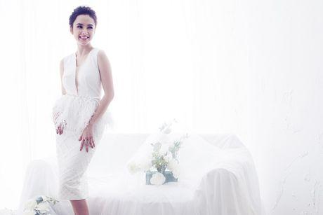 Angela Phuong Trinh hut mat voi dam ren mong manh quyen ru - Anh 3