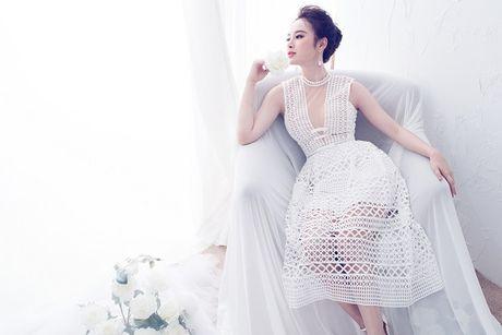 Angela Phuong Trinh hut mat voi dam ren mong manh quyen ru - Anh 5