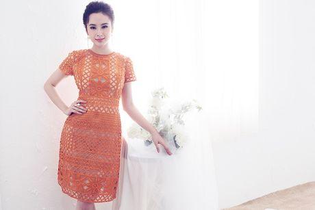 Angela Phuong Trinh hut mat voi dam ren mong manh quyen ru - Anh 9