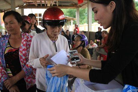 Da Nang: Nhieu doanh nghiep chung tay ho tro dong bao vung lu Bac Trung bo - Anh 4