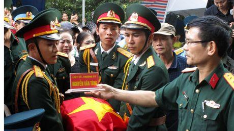 Hang nghin nguoi don di anh phi cong Nguyen Van Tung ve voi me - Anh 5