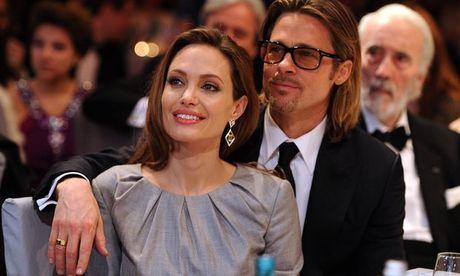Brad Pitt va Angelina Jolie dang can nhac rut don ly hon - Anh 1