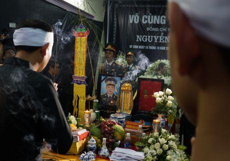 Nguoi dan que nha dam nuoc mat don phi cong Nguyen Van Tung - Anh 11