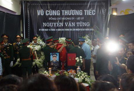 Nguoi dan que nha dam nuoc mat don phi cong Nguyen Van Tung - Anh 6