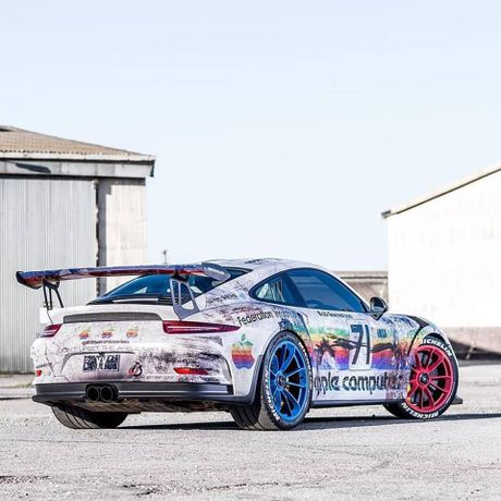 Porsche 911 GT3 RS do theo phong cach may tinh Apple - Anh 2