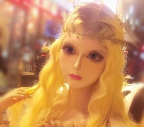 Co gai Trung Quoc co guong mat giong het bup be Barbie - Anh 1