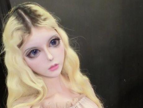 Co gai Trung Quoc co guong mat giong het bup be Barbie - Anh 2
