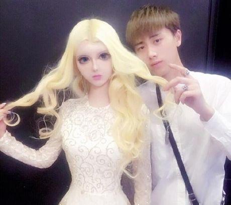 Co gai Trung Quoc co guong mat giong het bup be Barbie - Anh 8