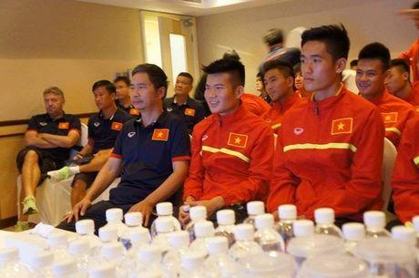 Truoc tran tu ket, U19 Viet Nam huong ve dong bao mien Trung - Anh 2