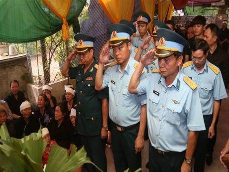 Tien dua phi cong tre trong vu may bay truc thang roi ve que Ha Nam an nghi - Anh 3