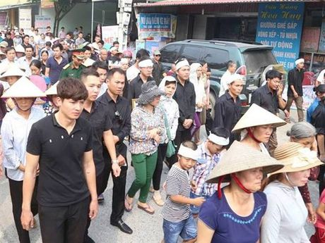 Tien dua phi cong tre trong vu may bay truc thang roi ve que Ha Nam an nghi - Anh 5