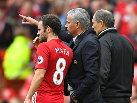 Mourinho dang su dung Mata rat tai tinh - Anh 1