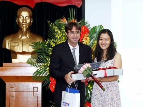 Trao giai cuoc thi 'Phong vien tre Phap ngu - Viet Nam 2016' - Anh 1