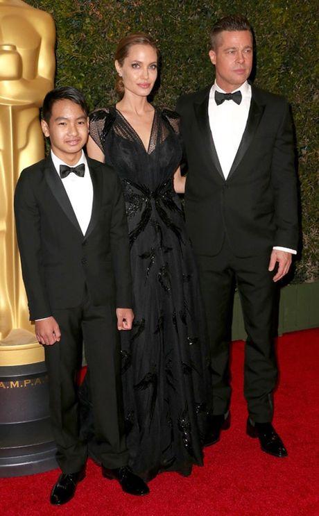 Brad Pitt lan dau gap con trai Maddox sau cao buoc bao hanh - Anh 2