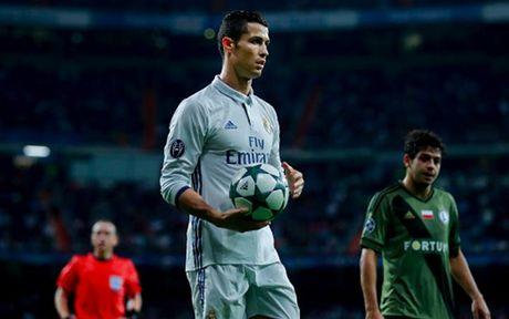 Top 10 chan sut vi dai nhat Champions League: Messi tien sat Ronaldo - Anh 11