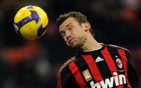 Top 10 chan sut vi dai nhat Champions League: Messi tien sat Ronaldo - Anh 5