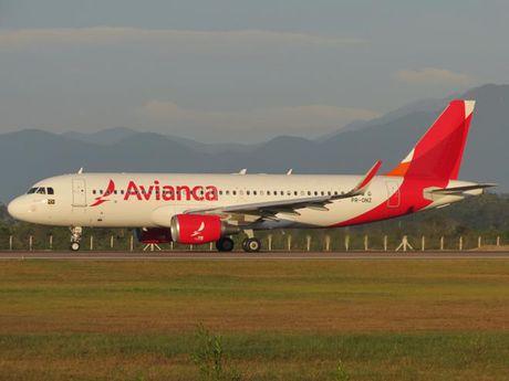 Hang hang khong Avianca cua Colombia ngung bay toi Venezuela - Anh 1